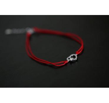 Bransoletka srebrna z dwoma sercami z cyrkoniami, czerwony sznurek