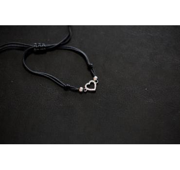 Bransoletka srebna serce z drobymi cyrkoniami, czarny sznurek