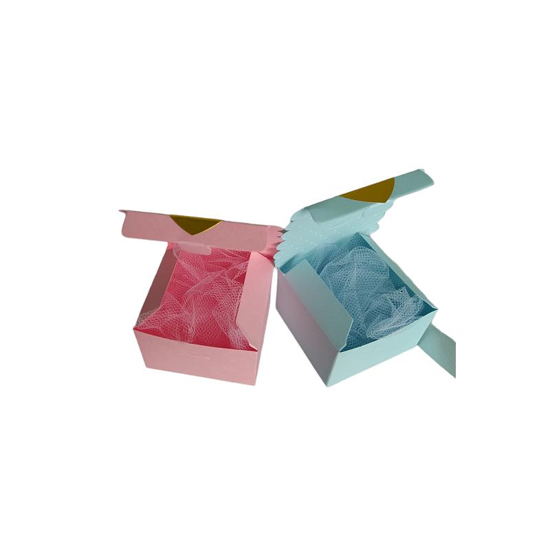 Pudełeczka prezentowe z sercami, różowe pudełeczko i niebieskie. Pudełeczka otwarte