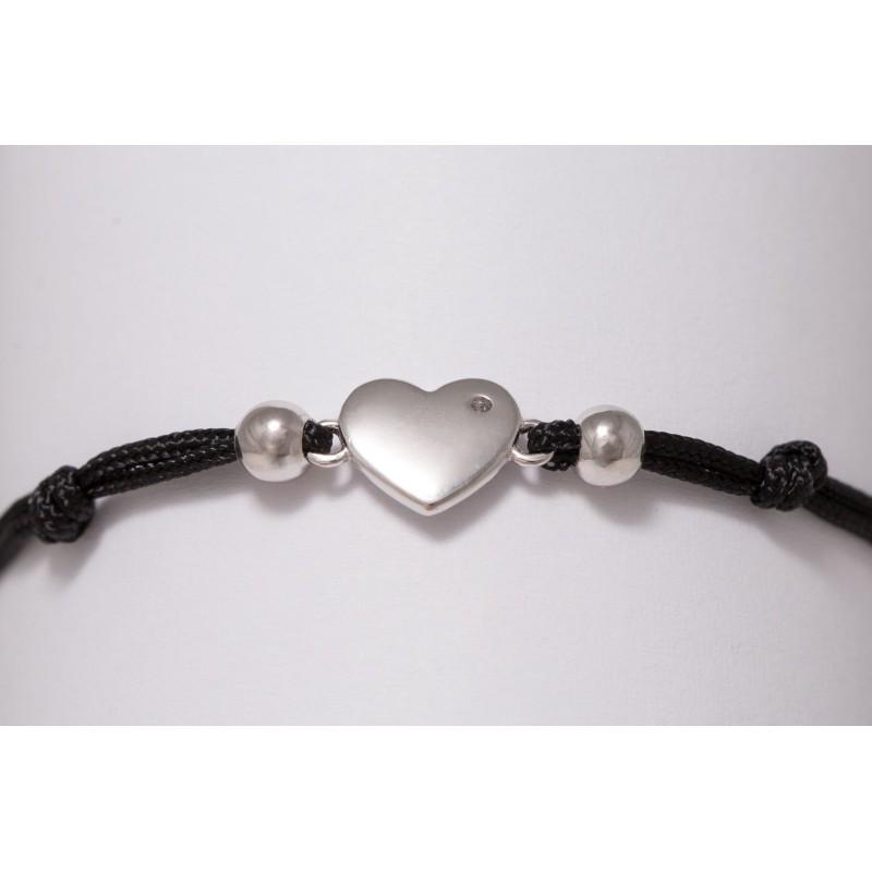Bransoletka srebrna serce z cyrkonią, czarna na ręce